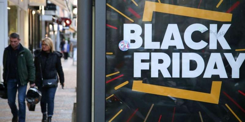 """Black Friday: l'UFC-Que Choisir annonce des """"arnaques"""" dans les pubs de six grandes enseignes"""