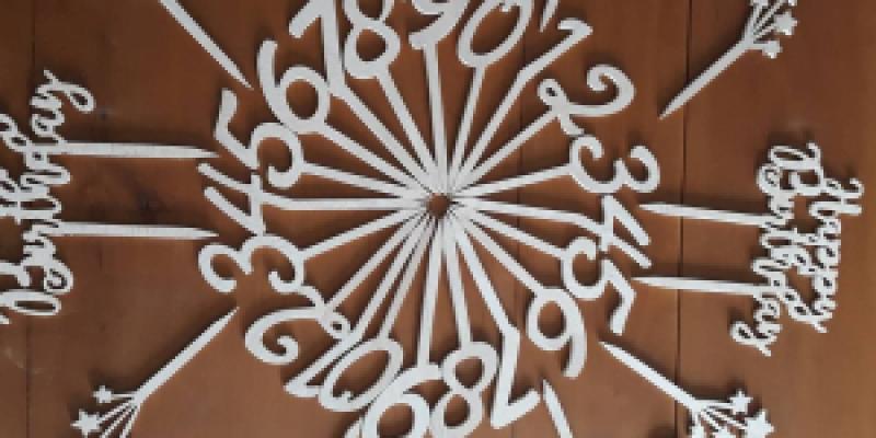 Pique en bois decor gâteau - 40.00€ sur La cabane créative