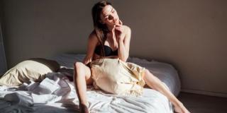 Se masturber lorsqu'on est en couple, est-ce normal et sain ?