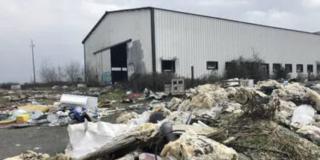 Cholet. Dans la zone de l'Écuyère, les déchets s'entassent sur un terrain abandonné