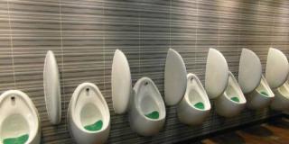 Elles inventent un urinoir pour femmes pour réduire l'attente aux toilettes