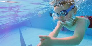 Glisséo propose des cours de natation pour enfants tout l'été