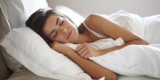 Pourquoi certains d'entre nous ne peuvent pas dormir sans couette même quand il fait chaud ?