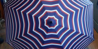 Parapluie long à rayures bleu blanc rouge Cholet - Cordonnerie Atelier M.